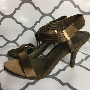 Kennith Cole reaction Metallic T-Strap heels 10